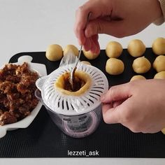 A great cookie that does not change its shape when cooking. A great cookie that does not change its shape when cooking. Pasta Torte, Breakfast Recipes, Dessert Recipes, Desserts, Waffle Iron, Turkish Recipes, Cake Cookies, Sweet Recipes, Cake Decorating
