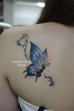 肩,女性,蝶,バタフライ,ワンポイント,羽,ティンカーベル,カラー,青タトゥー/刺青デザイン画像