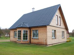 eternit šīferis gotika melns Shed, Outdoor Structures, Cabin, House Styles, Home Decor, Cabins, Coops, Cottage, Home Interior Design
