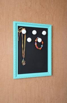 Organize and display jewelry in style! This jewelry organizer is simple to make and easy to hang up using damage-free Command™ Picture Hanging Strips. #greatdormhookup #collegelife