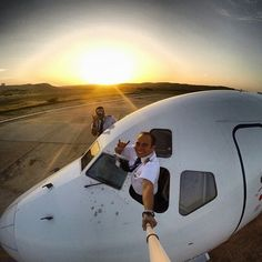 Awesome Selfies Taken by Pilots Gopro Photography, Amazing Photography, Broken Pictures, Bahamas Cruise, Adventure Photos, Selfie Stick, Gopro Hero, Airplane View, Picture Video