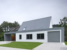 Ansicht von der Straße: Modern Häuser von Koschany + Zimmer Architekten KZA