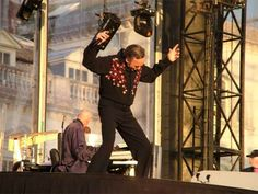 Woburn Abbey -- Givin' it his ALL...