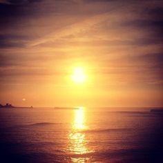 El sol se prepara mañana para ser la estrella que guíe a los Reyes Magos  #sunset #sun #pretty #beautiful #red #orange  #sky #skyporn #cloudporn #nature #clouds #horizon #photooftheday #instagood #gorgeous #warm #view #night #silhouette #instasky #all_sunsets #atardecer #islasCíes #sun #galicia #spain #sea #mar #igersgalicia #vigo