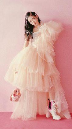 [PHOTO] 180802 Vogue Korea Official Website update with Kim Jennie, Kpop Girl Groups, Korean Girl Groups, Kpop Girls, Blackpink Fashion, Korean Fashion, Fashion Outfits, Mode Kpop, Lisa Blackpink Wallpaper