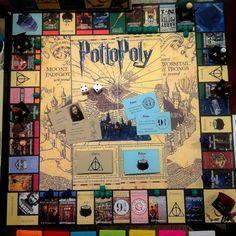 Harry Potter Monopoly board means Hogwarts fans are rejoicing Harry Potter Magie, Objet Harry Potter, Décoration Harry Potter, Harry Potter Monopoly, Monopoly Game, Monopoly Board, Harry Potter Board Game, Hogwarts, Slytherin