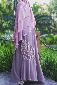 Muslimah syar'i wear Moslem Fashion, Niqab Fashion, Hijab Gown, Hijab Outfit, Modest Dresses, Nice Dresses, Blouse Dress, Beautiful Outfits, Hashtag Hijab