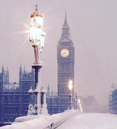Magic London #london #londres #snow #snowing #placetovisit #places #trip #travel #traveling #travelgram by tonimabar