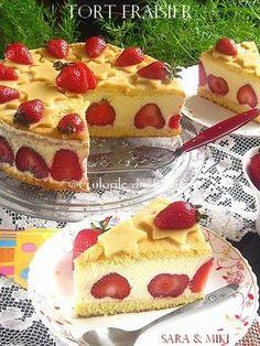 Tort Fraisier, un tort francez (Le Fraisier) incredibil de bun facut din blat, crema de vanilie cremoasa si plin de capsuni proaspete. Aceasta reteta este rapida, usoara si foarte reconforta… Cookie Desserts, Sweet Desserts, Easy Desserts, Sweets Recipes, Cupcake Recipes, Cupcake Cakes, Romanian Food, Yummy Treats, Cheesecake