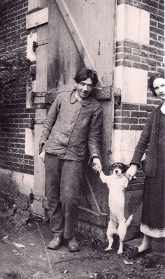 Chaim Soutine with buddy Riquette and girlfriend Paulette, Le Blanc, France, 1925. (from Kiki's Paris by Billy Kluver and Julie Martin)