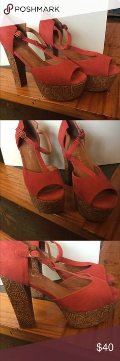 Jeffrey Campbell platform.heel New jefffrey Campbell platform heel with etchings along platform. Size 8 Jeffrey Campbell Shoes Platforms