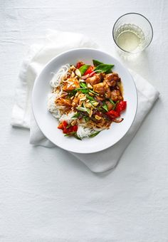 10 Most Misleading Foods That We Imagined Were Being Nutritious! Orange Chicken Stir-Fry With Rice Noodles Once You Discover How Easy It Is To Make Orange Chicken At Home, You Might Never Order Chinese Takeout Again. The Orange Part Of This Orange Chicken Asian Chicken Recipes, Asian Recipes, Mexican Recipes, Orange Chicken Stir Fry, Stir Fry Rice, Asian Stir Fry, Crispy Chicken, Chicken Rice, Chicken Noodles