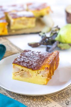 Krémový koláč s tvarohom v ceste a kúskami hrušiek Dessert Cake Recipes, Dessert Bars, Kinds Of Desserts, Fun Desserts, Pastry Recipes, Baking Recipes, Delicious Fruit, Yummy Food, Bakers Gonna Bake