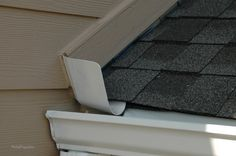 Kick out Flashing; What it is and Where it should be installed to prevent water damage. Types Of Roofing Materials, Cladding Materials, Rain Diverter, Roof Flashing, Shed Dormer, Porch Roof, Porch Eaves, Roof Cleaning, Stucco Walls