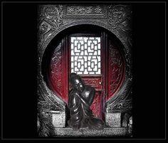 Para crear un rincón Zen, te proponemos esta figura decorativa de buda. La puedes comprar en nuestra tienda de Madrid http://www.originalhouse.info/