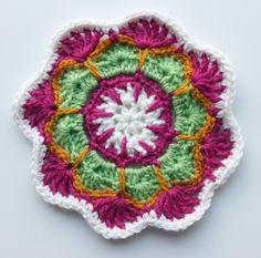 Ristiin rastiin: Värikkäitä virkattuja ympyröitä