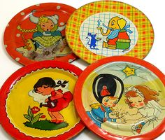 Vintage tin plates from childrens tea sets. Vintage Tins, Vintage Love, Vintage Dolls, Retro Vintage, Vintage Metal, Vintage Antiques, Metal Toys, Tin Toys, Plywood Furniture