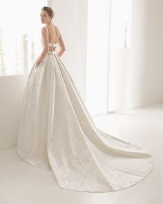 Vestido de noiva de renda e musselina de seda. Coleção 2017 Rosa Clará