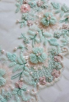 how to do brazilian embroidery stitches Zardozi Embroidery, Hand Embroidery Dress, Tambour Embroidery, Bead Embroidery Patterns, Couture Embroidery, Hand Embroidery Stitches, Silk Ribbon Embroidery, Embroidery Fashion, Hand Embroidery Designs
