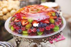 Aspic aux fruits (attention, ne mettre ni ananas ni kiwis qui pourraient empêcher la gelée de prendre)