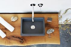 Lavamanos sobre encimera rectangular de hormigón BOX MINI by Gravelli diseño Tomáš Vacek