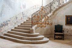 Château de Gudanes  The grand central staircase.