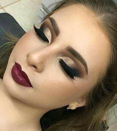 Gente estou apaixonada nessa técnica do semi Cut Crease ! fica linda e… Guys I'm in love with this technique of semi Cut Crease ! Party Makeup Looks, Love Makeup, Makeup Inspo, Makeup Inspiration, Sweet 16 Makeup, Belle Makeup, Fancy Makeup, Bold Eye Makeup, Neutral Makeup