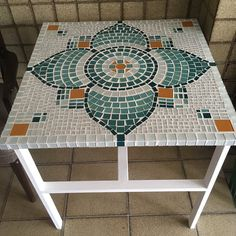 Mosaic Garden, Mosaic Art, Mosaic Tiles, Mosaic Furniture, Projects To Try, Table Settings, Artsy, Kids Rugs, Cool Stuff