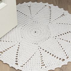 OHJE: Tähti-matto Crochet Doily Rug, Crochet Rug Patterns, Crochet Carpet, Crochet Home, Crochet Yarn, Tapete Doily, Rugs And Mats, Yarn Store, Lace Doilies