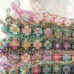 The making of a blanket made out of about five hundred different crochet flowers, in sixty colors or more. I use mostly a mix of thin alpaca and merino lace yarn. Jeg lager et teppe av omtrent fem hundre forskjellige heklede blomster, i seksti farger eller mer. Jeg bruker stort sett en blanding av tynn alpakka og merino lace garn.