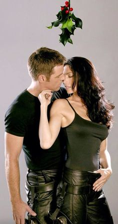 John (Ben Browder) and Aeryn (Claudia Black) from Farscape - I adored this show. Claudia Black, Sci Fi Series, Tv Series, The Peacekeeper, Ben Browder, Best Sci Fi Shows, Sci Fi Tv, Sci Fy, Classic Sci Fi