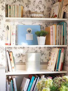 Libros en orden Si la vajilla debe estar cerca de donde la usas, los libros de cocina también.