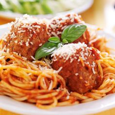 Slow Cooker Meatballs and Tomato Sauce @keyingredient #cheese #slowcooker #tomatoes #bread