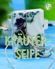 Seife selber machen: mit Lavendel & Kräutern Here you will find a do it yourself idea & instructions for making soap yourself. How-to, ingredients & step-by-step instructions can be found on our Make Your Own, Make It Yourself, How To Make, Home And Deco, Decorating Small Spaces, Diy For Teens, Diy Videos, Soap Making, Diy Art