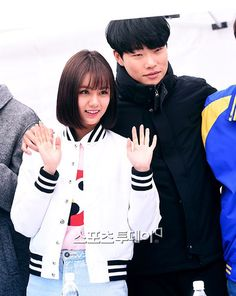 Signs of Closeness Evident Between Dating Stars Hyeri and Ryu Jun Yeol Since Answer Me 1988 Filming Days | A Koala's Playground