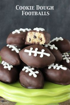 Eggless Chocolate Chip Cookie Dough Footballs - perfect for a Super Bowl Party and College Championship party! Eggless cookie dough shaped into footballs and dipped in chocolate! Köstliche Desserts, Delicious Desserts, Dessert Recipes, Yummy Food, Superbowl Desserts, Birthday Desserts, Tailgate Desserts, Picnic Recipes, Picnic Ideas