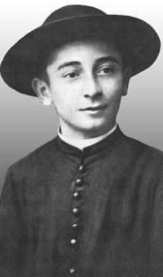 Blessed Rolando Rivi, seminarian martyr, a martyr for the cassock, a martyr for Catholic identity. Pray for us! Catholic Art, Catholic Saints, Roman Catholic, Jesus Father, Rejoice And Be Glad, Pray For Us, Beautiful Person, Vintage Photographs, Priest
