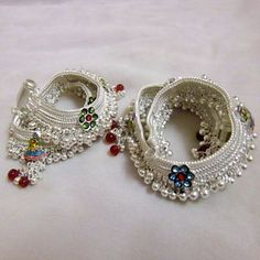 Browse the beautiful collection of latest anklet design Images, Pictures, Pics with Price Idea and many mor Payal Designs Silver, Silver Anklets Designs, Silver Payal, Anklet Designs, Royal Jewelry, Indian Jewelry, Silver Jewelry, Bridal Jewelry Sets, Wedding Jewelry