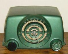 neat old green radio