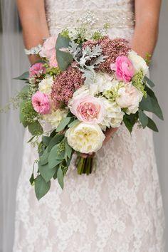 gorgeous garden style bouquet ofranunculus, garden roses, trachelium, Queen Anne's lace