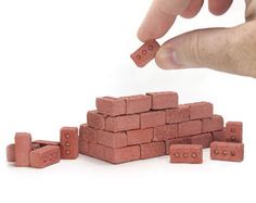 Build a mini pizza oven for your bagel bites! These scale miniature red bricks are the most realistic and rustic red bricks you can get. Dollhouse Supplies, Dollhouse Miniatures, Cement Dye, Gift For Architect, Concrete Crafts, Modern Dollhouse, Diy Dollhouse, Miniature Dolls, Miniature Gardens