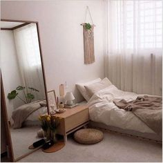 20 Inspiration Small Bedroom Design Ideas how to decorate sm. 20 Inspiration Small Bedroom Design Ideas how to decorate small apartment, smal Small Bedroom Designs, Small Room Bedroom, Room Ideas Bedroom, Bedroom Colors, Home Bedroom, Small Apartment Bedrooms, Big Mirror In Bedroom, Small Bedroom Ideas For Women, Small Room Interior