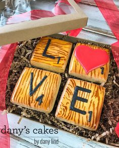 """288 Likes, 4 Comments - Dany's Cakes (@danyscakesbydanylind) on Instagram: """"Valentine's Day boxed sets available to order! That heart should have been worth more ... my…"""""""
