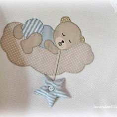 Baby Applique, Baby Embroidery, Baby Patchwork Quilt, Baby Quilts, Free Machine Embroidery Designs, Applique Designs, Colchas Quilting, Bordado Popular, Baby Sewing Projects