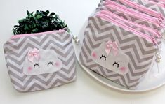 Diy And Crafts, Baby Shoes, Coin Purse, Snoopy, Girly, Handmade, Clothes, Pouches, Zippered Tote Bag