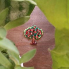 Arbre aux fleurs rouges/tissage miyuki/brick stitch/modèle personnel #jenfiledesperlesetjassume #miyuki #brickstich #perlezmoidamour #tree #flower Beaded Bracelet Patterns, Bead Loom Patterns, Peyote Patterns, Beading Patterns, Bead Jewellery, Beaded Jewelry, Peyote Beading, Beadwork, Seed Bead Projects