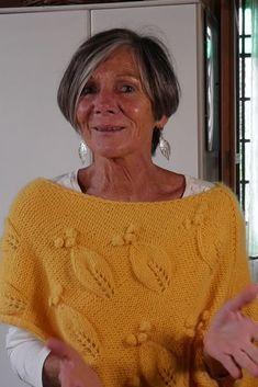 Poncho Shawl, Knitted Poncho, Knitting Stitches, Knitting Patterns, Advanced Style, Couture, Needlework, Knit Crochet, Sweaters