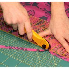 Como cortar la tela correctamente How To Make Clothes, Diy Clothes, Sewing Tools, Sewing Hacks, Craft Tutorials, Sewing Tutorials, Clothing Patterns, Sewing Patterns, Wedding Mehndi Designs