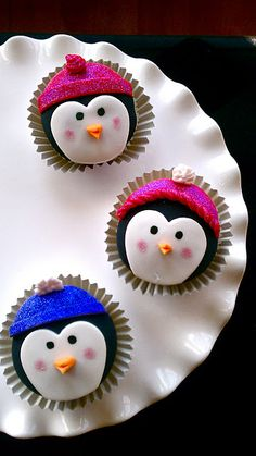 Penguin Cupcakes. How adorable are these? Who knew that you could make a penguin face with a heart cookie cutter? Not sure if I'll be too good at making these, but it's ok just looking at them makes me happy enough!