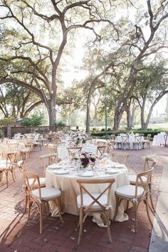 Napa Valley Dreaming Towering Oak Trees Gardens And Lush Greenery Frame Outdoor Weddings